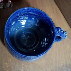 Синяя кружка с ручкой-щупальцем