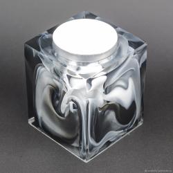 Черно-белый подсвечник из эпоксидной смолы